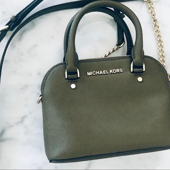 e33dc98015fd Michael Kors Cindy mini dome satchel. M_5ba2c270d6dc52db1f4f259c. Other Bags  ...